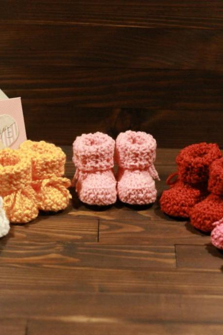 Crocheted slippers - soft wool yarn (baby slippers, wool, baby gift, newborn, boy, girl)