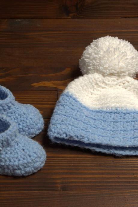 Crochet winter baby set boy booties and pom pom hat